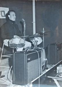 Op het drumstel met stevige AC30's van VOX