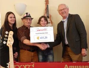 Van links naar rechts: Sarah van Duijn, Cor van Duijn, Eliene van Duijn en Henk Hueting van de vereniging Katwijkse ziekte.